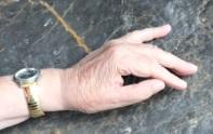 Main sur le rocher