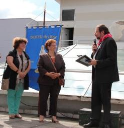 Mgr Delville remercie pour le livre reçu de la Mairie
