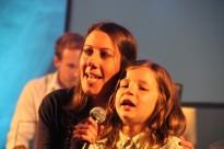 Elodie et la jeune amie de Jesus' Trip